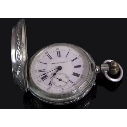Reloj de bolsillo en plata de la casa Casatti Geneve. nº 7535. Con decoración de roleos en corazón.