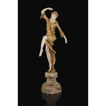 Excepcional figura criselefantina en en bronce pavonado sobre peana y marfil. c.1900.