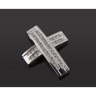 Preciosa cruz colgante de oro blanco 18K  decorada con 36 diamantes talla brillante. Peso: 2,60 gr.