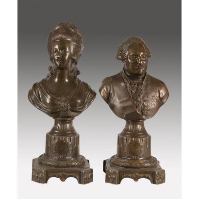 Pareja de bustos en bronce, dama diecichesca y caballero a la moda francesa. Probablemente se trate de dos nobles o cargos importantes en el S.XVIII francés. Firma en parte trasera Le Courneau. 36x15x15cm
