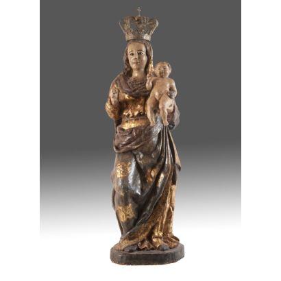 Magnífica escultura realizada en madera tallada, dorada y policromada. ss.XVII-XVIII.