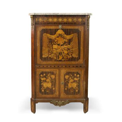 Secretaire à abattant, estilo Luis XVI, Herraiz. En caoba con marquetería frutal y tapa de mármol. Medidas: 151x90x46cm.