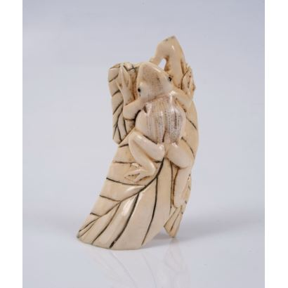 Netsuke tallado en marfil. China, S. XIX.