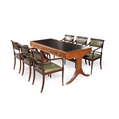 Mesa de despacho en caoba con patas en chambrana, registro de tres cajones y cubierta de cuero grabado, cuenta con seis sillas de caoba con tapicería de cuero. 1940-1960. Medidas: 180x80x76cm