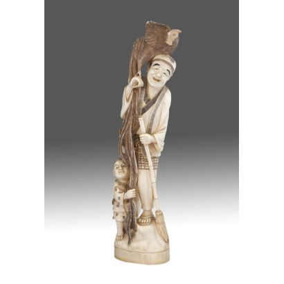 Figura tallada en marfil. China, principios S.XX.