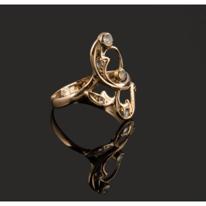 Distinguido anillo antiguo de oro amarillo de 18K Peso:1,74 gr.