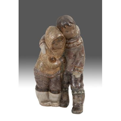 Bonita figura en porcelana policromada de la casa LLADRÓ.