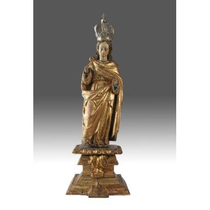 Talla en madera policromada y dorada, con corona plateada. s.XVIII.