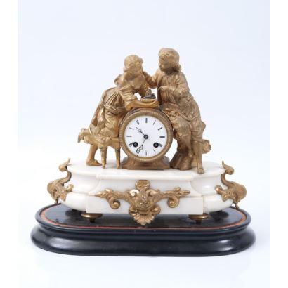Reloj de sobremesa en bronce dorado sobre peana de mármol. S.XIX.