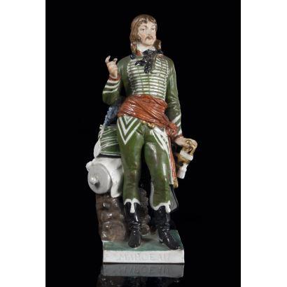 Figura realizada en porcelana policromada que representa a François-Séverin Desgraviers-Marceau, destacado general durante la Revolución francesa. 27x11cm.