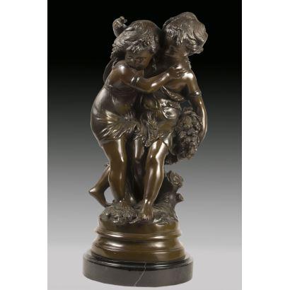 Figura en bronce sobre peana circular de mármol.