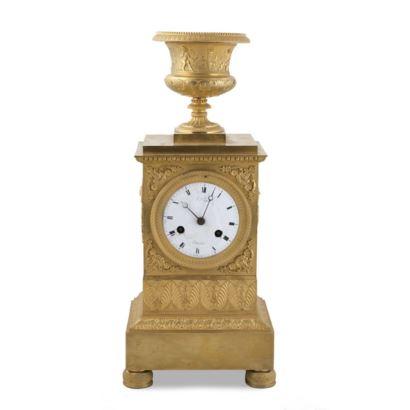 Reloj de sobremesa francés, estilo Imperio, siglo XIX.