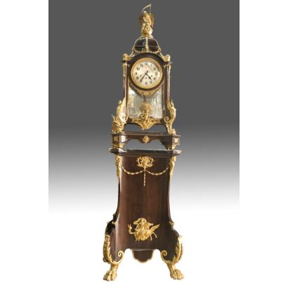 Reloj de sobremesa estilo Luis XV, siglo XIX.