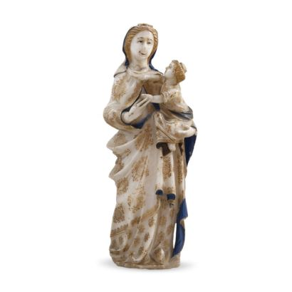 Figura tallada en alabastro policromado  siguiendo modelos góticos.