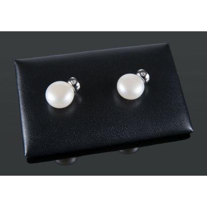 Pendientes de oro blanco con perlas y brillante, suman 0,03cts.