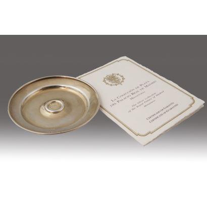 Fuente circular en plata sobredorada, joyería YANES. Diámetro: 9cm.