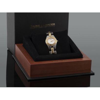 Reloj de pulsera para dama de la casa BAUME & MERCIER, en acero y oro amarillo. Movimiento de cuarzo. Con estuche.