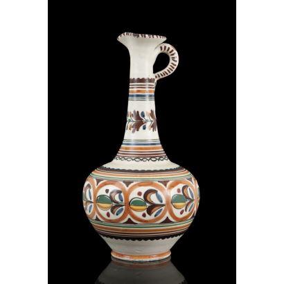 Cántaro de cuello largo de la Fábrica de cerámica artesana fundada en 1940 en Toledo y heredada por Adrián Sanguino. 34cm altura