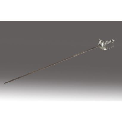 Espada de oficial española, circa 1800. Realizada en plata española punzonada. Medidas: 91 cm.