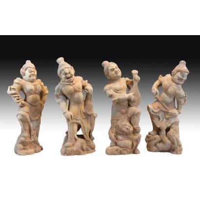 Conjunto de cuatro figuras Chinas, siglo XX.