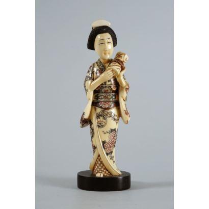 Figura japonesa en marfil, pps. XX.