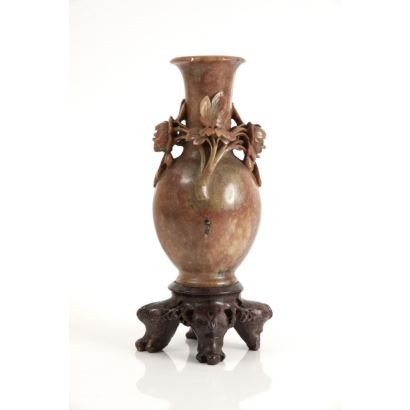 Arte Oriental. Vasija en piedra de jabón, China, siglo XX.