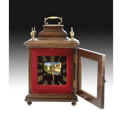 Relojes. Reloj de sobremesa tipo bracket, S. XX. Realizado en madera con esfera con paisaje pintado y firmado Roiz. Medidas: 37 x 24 x 13 cm.