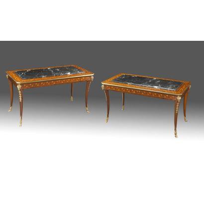 Pareja de mesas rectangulares en madera con marquetería y tablero de mármol, patas curvas con cabeza de carnero en bronce dorado. s.XX.  Medidas: 54x100x51cm.