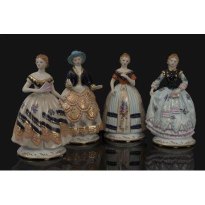Bonito lote formado por cuatro damas dieciochescas realizadas en porcelana policromada, con cuatro vestidos diferentes con gran detallismo. Alto: de 27,5cm a 29cm.