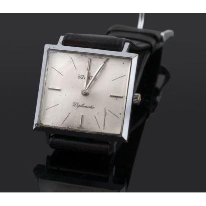 Reloj de pulsera marca Duward diplomatic, años 70. Caja en acero con mecanismo mecánico. Correa en piel. En estado de marcha. Medida de caja: 28 m/m.