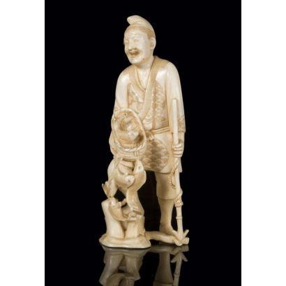 Figura tallada en marfil, pps. XX.