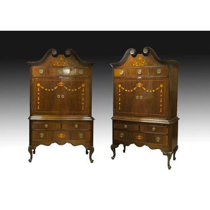 Muebles. Pareja de cabinet on stand, pps. XX