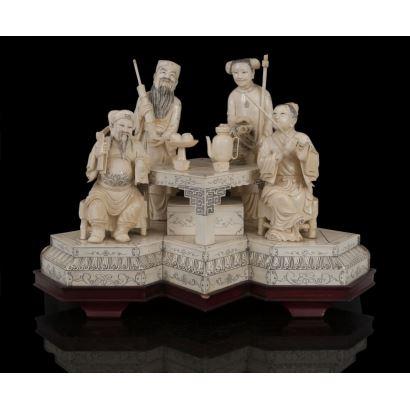 Grupo escultórico costumbrista tallado en marfil sobre peana de madera. pp.s.XX.
