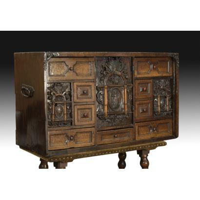 Muebles. Bargueño frailero, siglo XVIII.