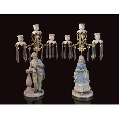 Pareja de candelabros en porcelana, pps. XX.
