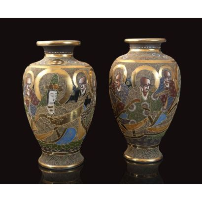 Pareja de jarrones en porcelana Satsuma, Japón, pps. XX.