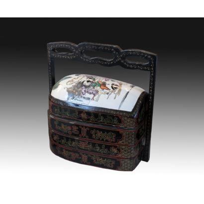 Caja de merienda en porcelana de Cantón, pps. XX.