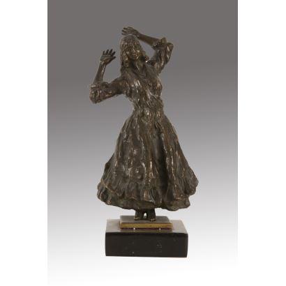 Bella figura realizada en bronce a la cera perdida sobre peana.