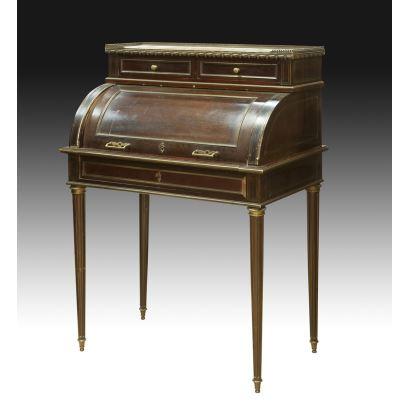 Bureau de tambor estilo Luis XVI, S. XX.