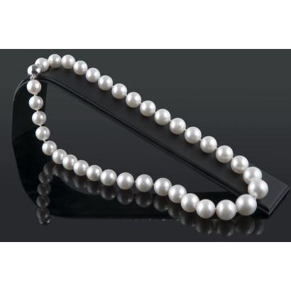 Collar de perlas australianas de 10mm a 13,5mm, con cierre esférico de oro blanco.