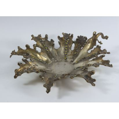 Objetos. Centro de mesa en bronce, S. XX.