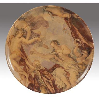 Plato de cerámica estampada con magnífica escena  mitológica clásica. Medidas: 29cm.