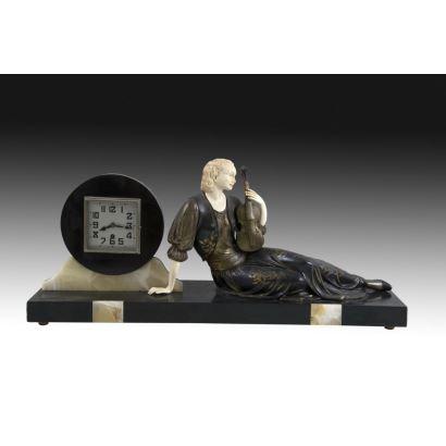 Esculturas. Reloj de sobremesa Art Decó con criselefantina, pps. XX.