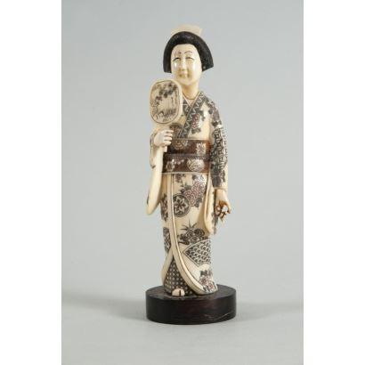 Geisha en marfil, Japón, pps. XX.