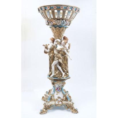 Centro en porcelana policromada y dorada