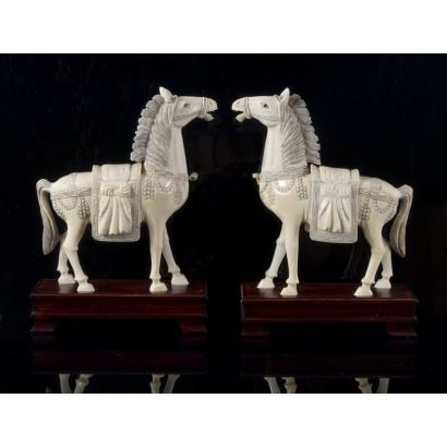 Magnífica pareja de tallas de marfil (de ppios S.XX)