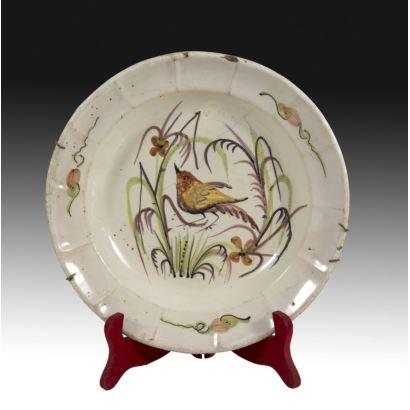 Plato en cerámica valenciana, siglo XIX.