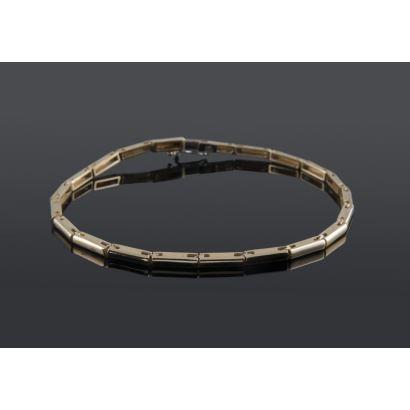 Pulsera de eslabones articulados de oro 18K. Largo total 20,50 cm. Peso: 8,96 gr.