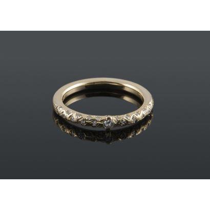 Bonito anillo de oro 18K con 0,30 quilates en diamantes Peso: 4,86 gr.