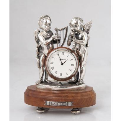 Reloj de sobremesa en madera y plata de la casa SACCETTHI.
